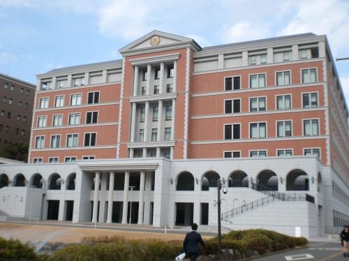 【母校への貢献委員会】玉川大学図書館を訪問